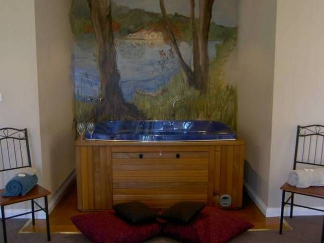Midland Waters   Daylesford, VIC   Accommodation