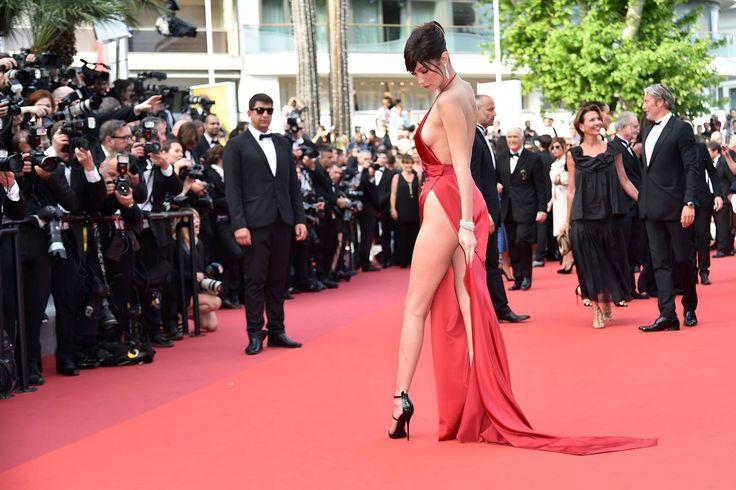 """A modelo Bella Hadid posa para os fotógrafos na chegada da exibição do filme """"La Fille Inconnue"""", no 69º Festival de Cannes, em Cannes, França, em 18 de maio de 2016. (Alberto Pizzoli / AFP / Getty)"""