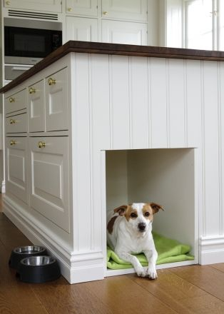 If I had a very big house I'd go for this kitchen. And the dog :)