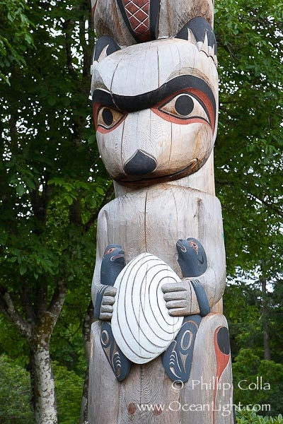 totem pole otter raccoon