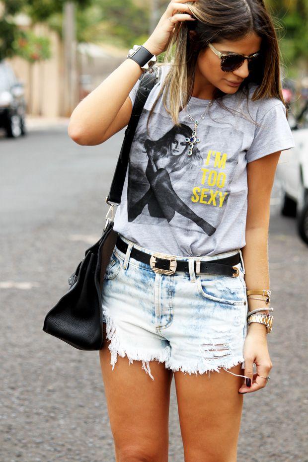 t-shirt e short jeans detonado para o fds  visual com pegada mais esportiva e mais descontraído