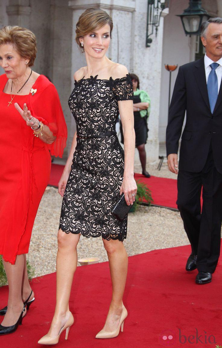 La Princesa Letizia con un elegante vestido de encaje guipur en una cena de gala en Portugal