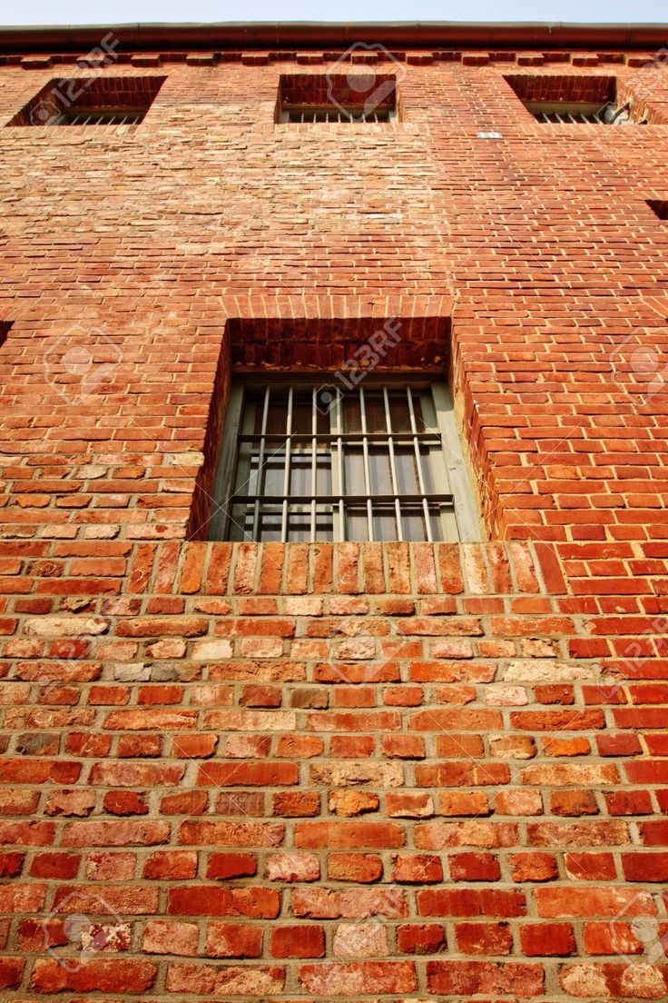 14173356-Windows-on-the-red-brick-prison-wall-Stock-Photo.jpg (866×1300)