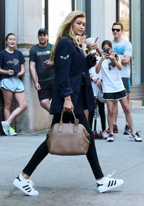 Gigi Hadid leaves Taylor Swift's apartment on May 30, 2015 in New York City, New York.