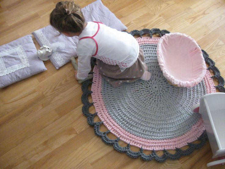 Szydełkowany dywanik idealny do zabawy