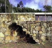 Google Image Result for http://theredlist.fr/media/database/architecture/across_the_landscape/soto_de_moura_casa_en_moledo/003_soto_de_moura_casa_en_moledo_theredlist.jpg
