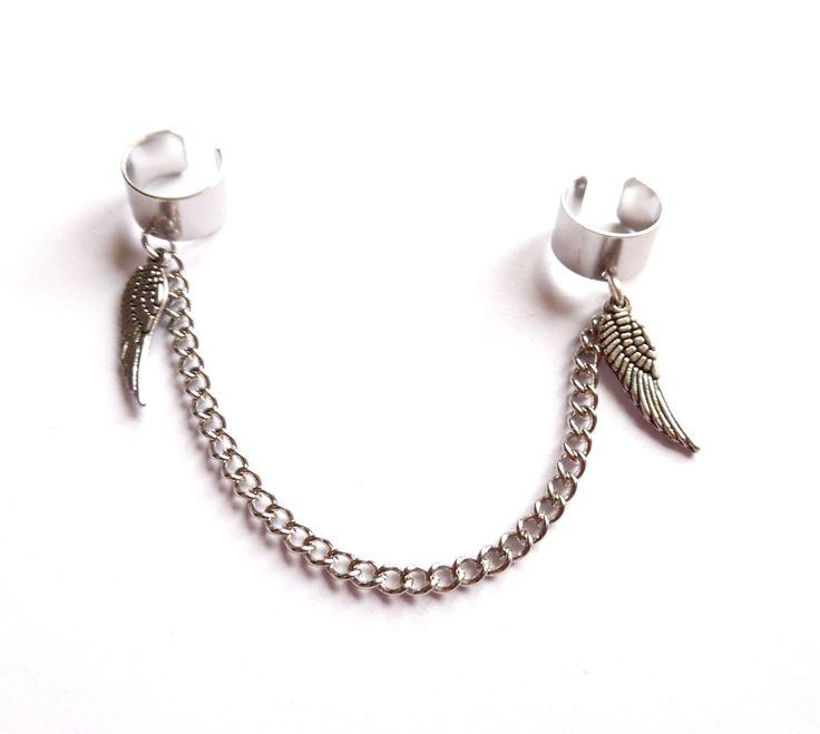 Dubbel ear cuff i silverplätering med kedja och vingar.