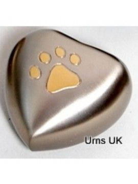 Buy Pet Memorials Urns and Keepsakes in UK   We are offering #PetMemorials Urns and Keepsakes for your pets. Beautiful and exclusively finished brass metal finish and that comes molded in heart shapes and feature smooth polishing finish.
