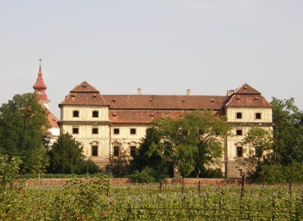 Kdysi nádherný a oblíbený zámek Postoloprty u Loun byl vmajetku Schwarzenbergů.