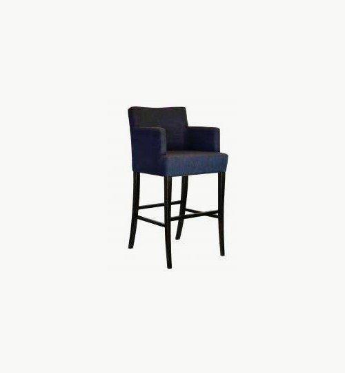Barstol med klädd sits och ryggparti, många tyger och träfärger att välja på. Ingår i en serie med vanlig stol samt fåtölj. Barstolen är tillverkad i trä med bets samt med ett sittskal som är stoppat/klätt. Stolen liknar en karmstol fast som en barstol. Stolen är oerhört komfortabel och ser väldigt exklusiv ut.  Tyg Lido 100 % polyester, brandklassad. Tyg Luxury, 100 % polyester, brandklassad. Konstläder Pisa, brandklassad, 88,5% PVC, 11,5% polyester.