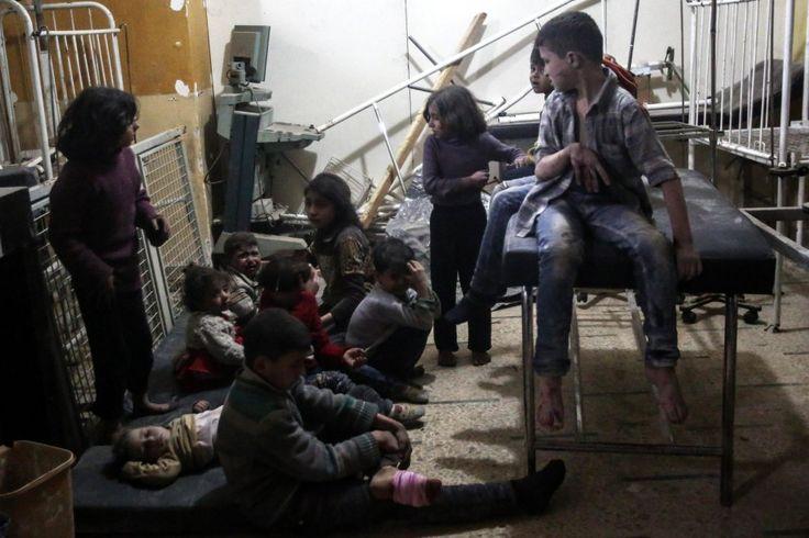 Siria, strage di bambini per i gas tossici: bombardati anche gli ospedali