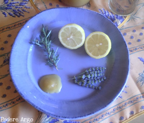 Bevanda rinfrescante e rigenerante alla #lavanda e #rosmarino    Refreshing drink #Lavander and #rosemary