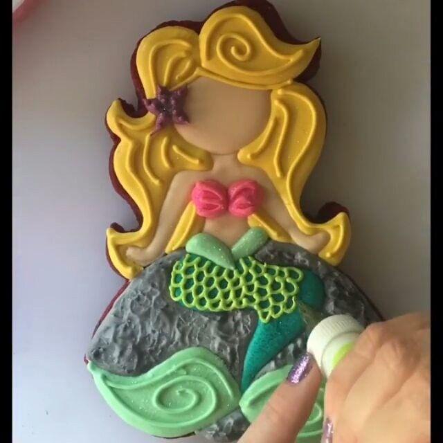 These Mermaids!!! And look at the mermaid tail!! Love.... Cookie tutorial by @missdoughmestic #mermaid