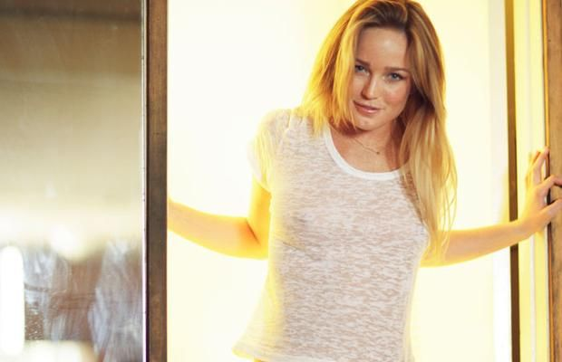 caity lotz the machine