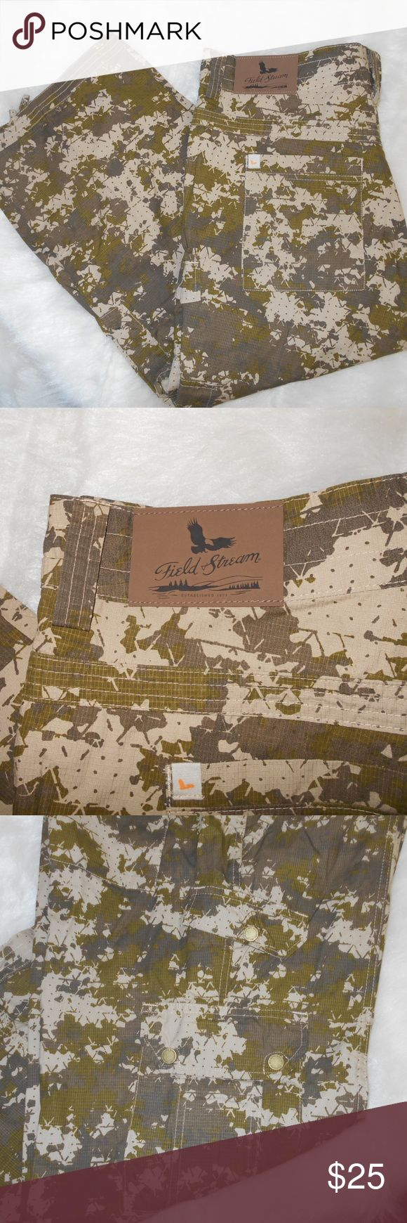 """Field & Stream ladies camo cargo capris, size 14 Camo capris, cargo pants with drawstring at bottom of leg. 2 pockets & coin pocket, 2 back pockets.  Plus 4 cargo pockets with flap/snap closure. Excellent condition from non smoking home 19.5"""" waist side to side 25"""" hip side to side 9.5"""" rise 25"""" inseam 33"""" long measuring at side 100% cotton Field & Stream Pants"""