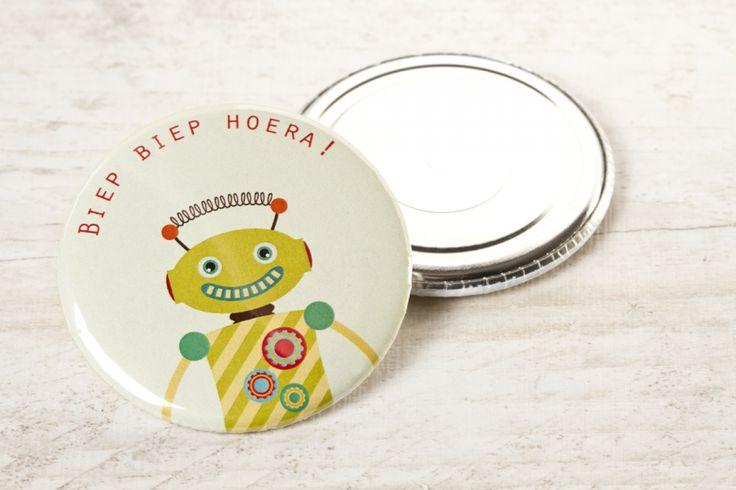 Stoer magneetje met robotjes   Tadaaz #robot #jongen #meisje #biep #biep #hoera #verjaardag #geschenkje #magneet #herinnering #traktatie