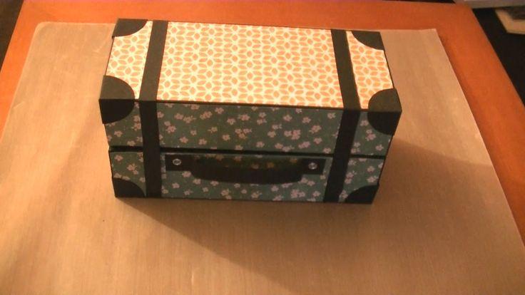 En este vídeo os explico cómo podéis hacer una caja de cartón con forma de maleta. Hay muchas maneras de hacer este tipo de caja, pero en esta ocasión, me ap...