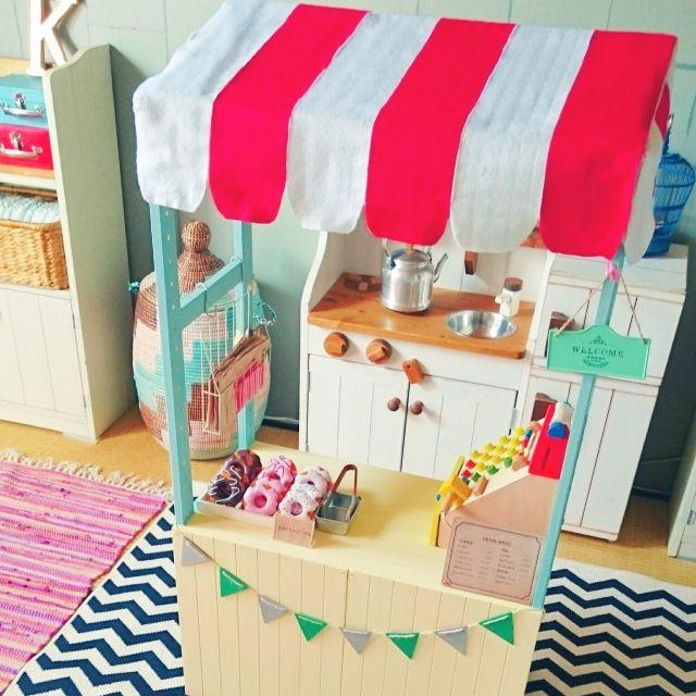 tonpuさんの、ガーランド,セリア,子供部屋,ままごとキッチン,ままごとカフェ,お店屋さんごっこ,DIY,カラフル,こどもと暮らす。,ベッド周り,のお部屋写真
