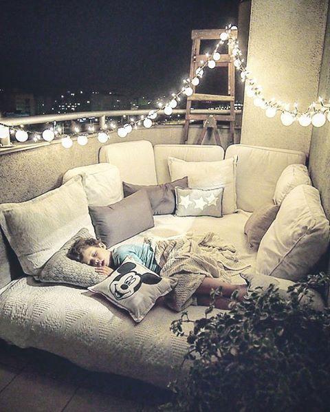 könnte ein Futon bekommen, viele Kissen hinzufügen = Platz für Kinder zum Kuscheln beim Anschauen von Filmen