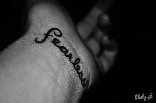 Tatuaż na nadgarstku.