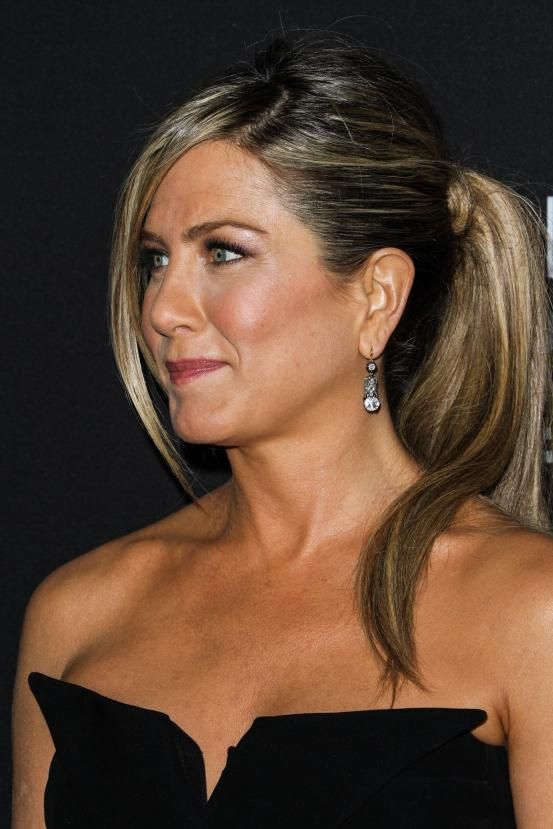 Jennifer Aniston - Hollywood inspired ponytails (via Flair.be http://www.flair.be/nl/kapsels/300149/hollywood-loves-ponytails-15-x-inspiratie)