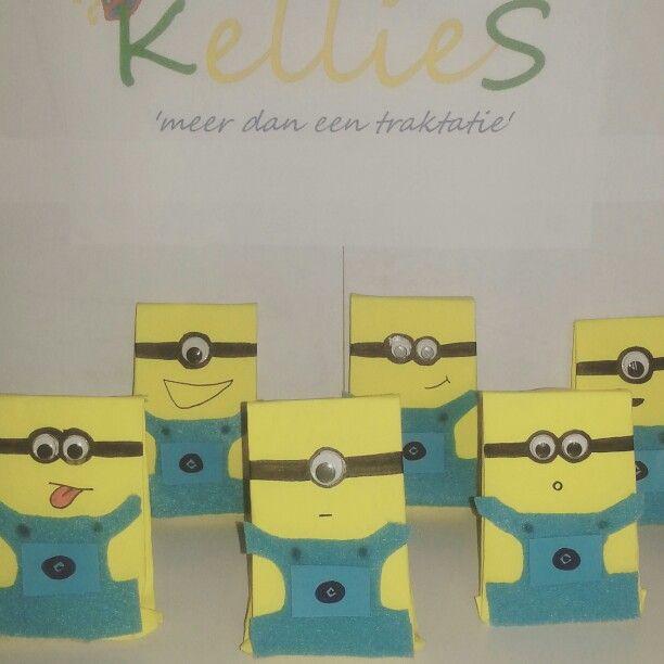 Minions zakjes gevuld met rozijnen, speksaté en bellenblaas.   Te bestellen bij KellieS Zonder inhoud 1,50 Met inhoud (cake, snoep, rozijnen e.d.) 2,00  Prijzen zijn excl. BTW