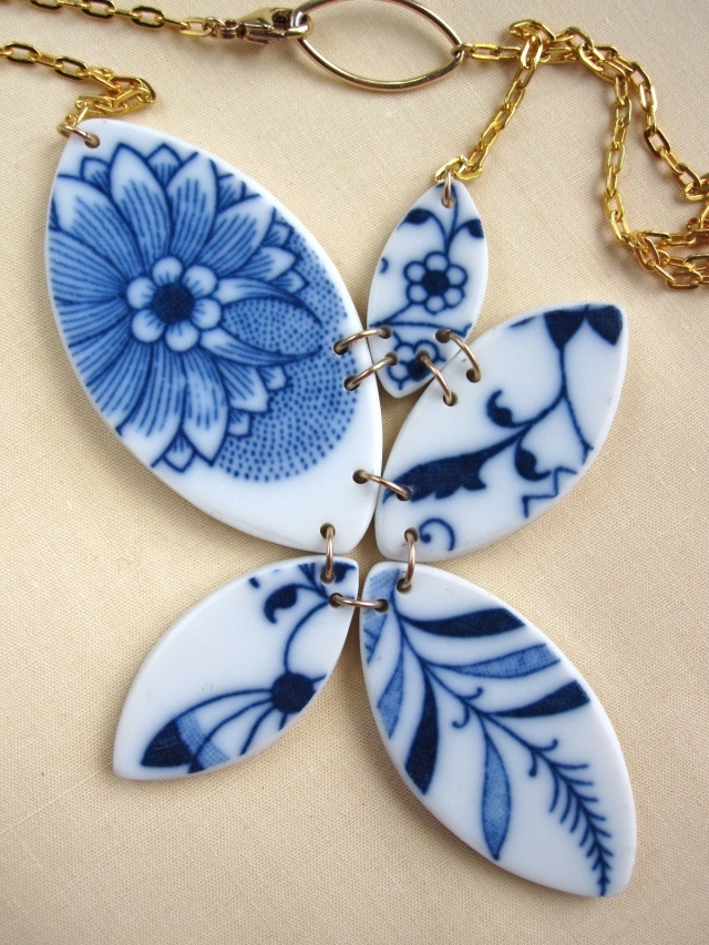 Recycled China Plate Necklace - Material & Movement