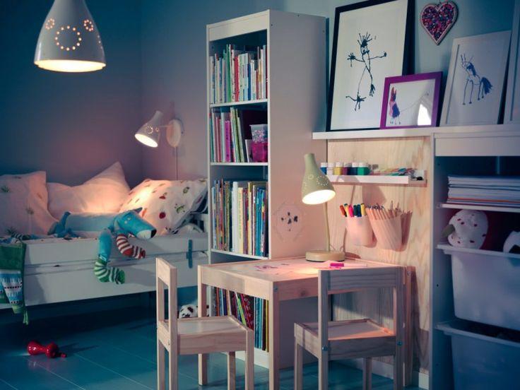 Kids Room, legmenőbb srác játszószoba díszítő ötletek Lovely Ikea Gyermekek Szoba Design Ötletek világosbarna sima kell tér Tömörfa tanulmány íróasztal felszerelhető Két szék szett Plus White Finish Rétegelt Könyvespolc torony is aranyos Oldalfali Reading világítás