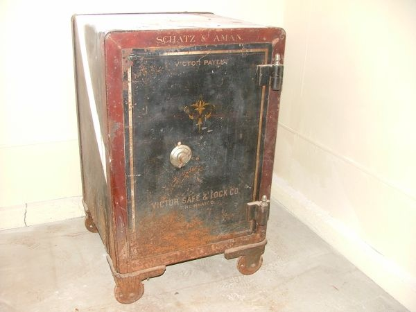 Antique Floor Safe Turned Side Table Craigslist Finds