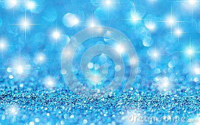 El brillo azul protagoniza el fondo