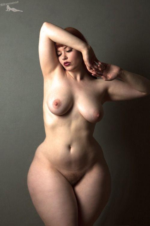 баба голая с широкими бедрами