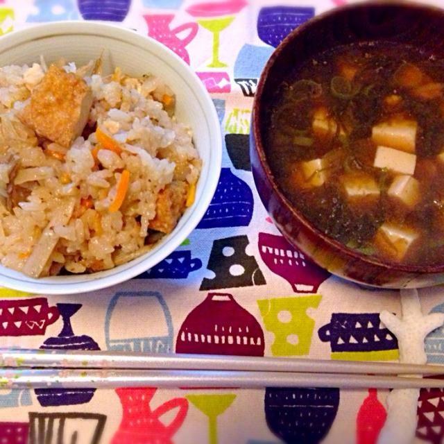 株と厚揚げの煮物をリメイク炊き込みご飯と  お刺身昆布の佃煮の残りで味噌汁 - 2件のもぐもぐ - リメイク by akamami555eri