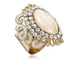 Prsteň na šatky – Opal spraví z Vášho oblečenia ozdobu