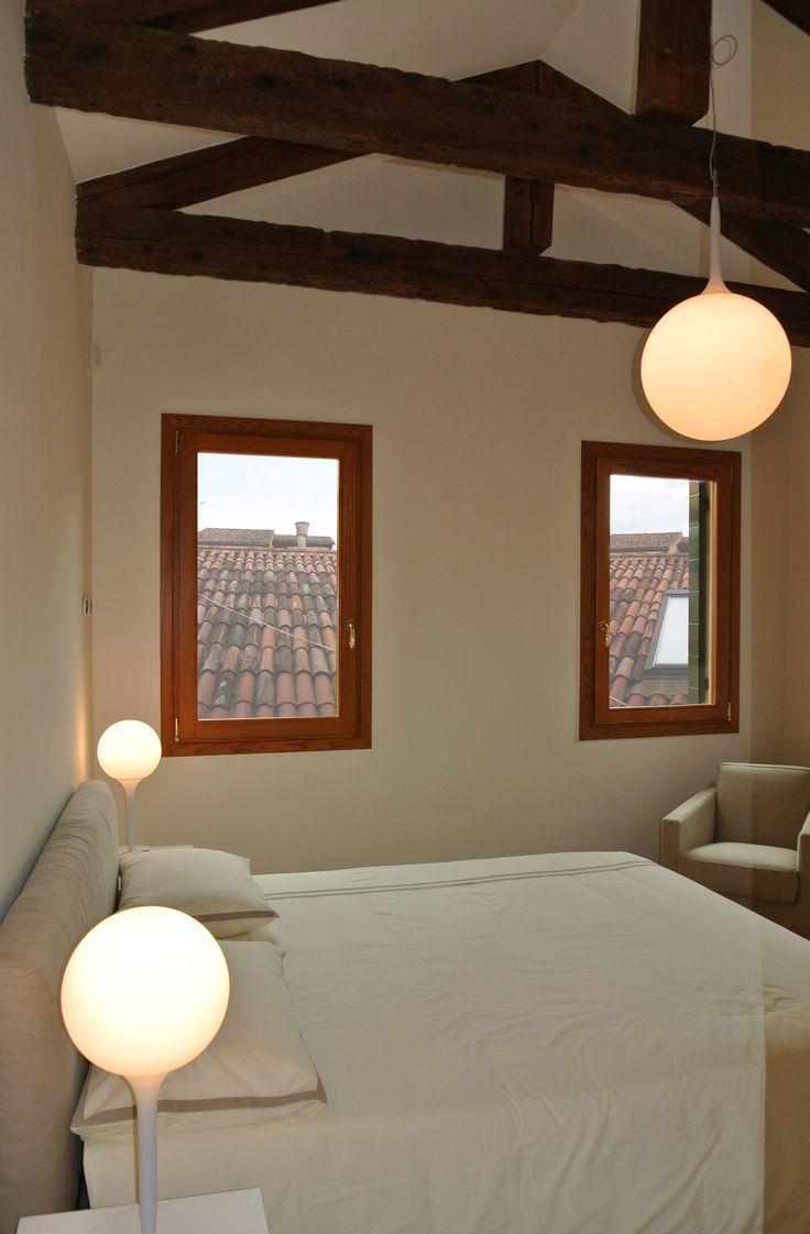 Camera da letto con travi a vista #architettura #design