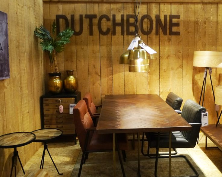 Gevlochten houten eetkamertafel met leren eetkamerstoelen en vintage driepoot lampen. Zen Lifestyle is gevestigd in Wijchen bij Nijmegen en heeft showroom van 10.000 m². Natuurlijk vind je in onze winkel onze eigen producten, zoals ons aanbod vintage en retro banken, onze topsellers, zoals het vintage tv-dressoir Stan. Maar ook hebben wij de mooie collectie van Zuiver en Duchtbone en vind je er nog veel meer topmerken, zoals Be Pure, JouwMeubel, UrbanSofa, Fatboy, Makkii, Woood etc.