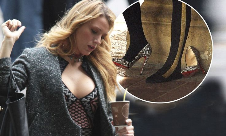 The 25-year-old actress gave her feet a rest in between filming takes by kicking one of her crystal-encrusted stilettos off as she chatted with a crew member on the set of Gossip Girl.