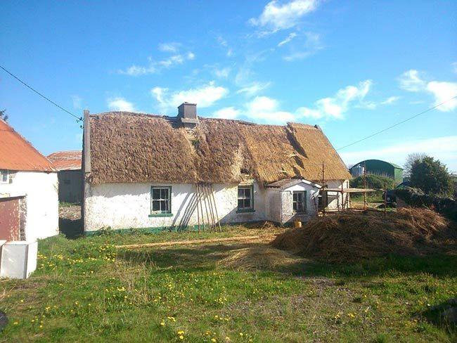 Restoration photos of 200-year-old Irish thatched cottage go viral - IrishCentral.com