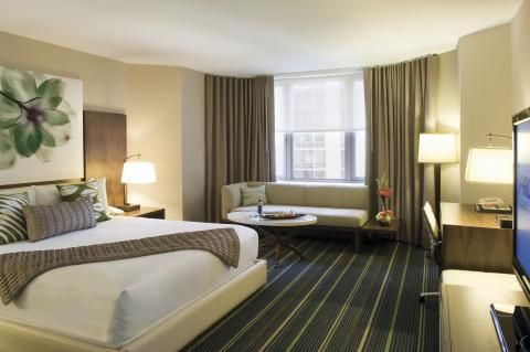 Whether you want to splurge or you're traveling on a budget, we've got the perfect hotel for your Chicago stay.