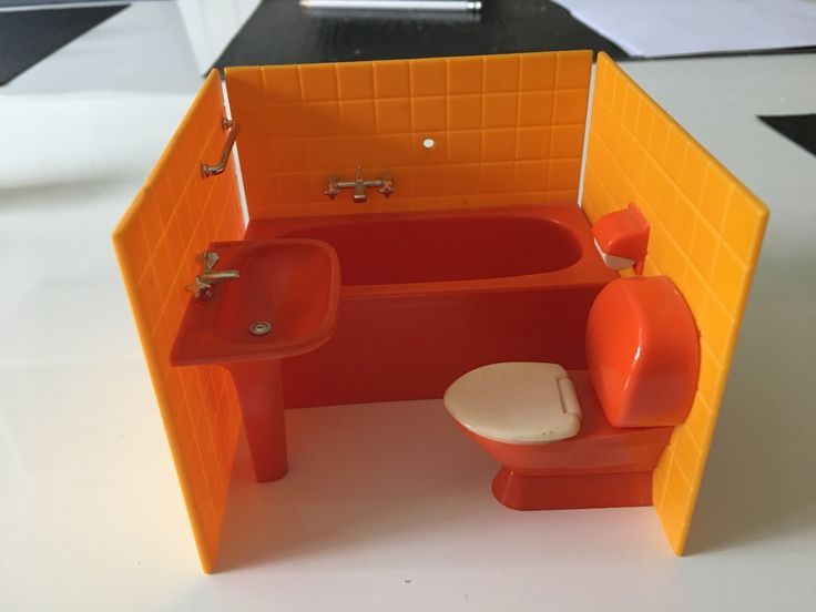 Dockskåpsmöbler toalett (retro)  (kort auktion)