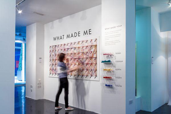 WHAT MADE ME Interactive Public Installation by Dorota Grabkowska, via Behance - El proyecto se basa en un concepto de visualización de la información en una forma a gran escala de un complejo mapa de datos generados por los propios visitantes.