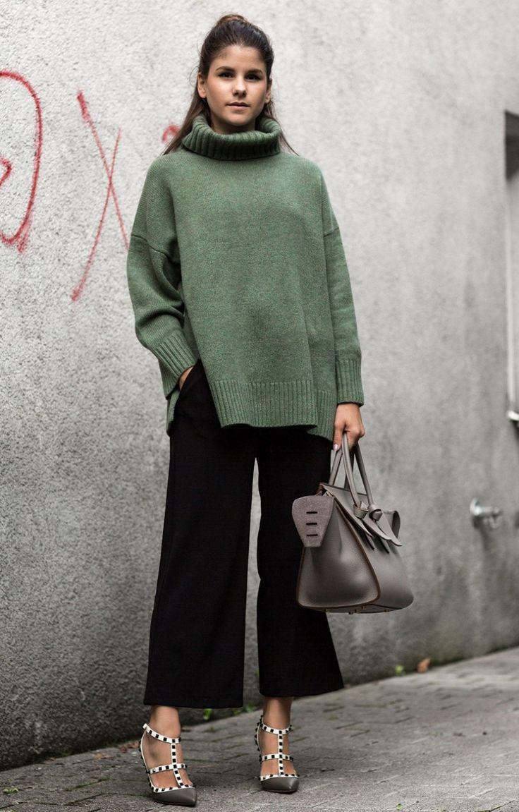 Объёмные вещи сезона, вязаная мода 2016, модные вязаные вещи 2016, свободный свитер крупной вязки (фото 11)