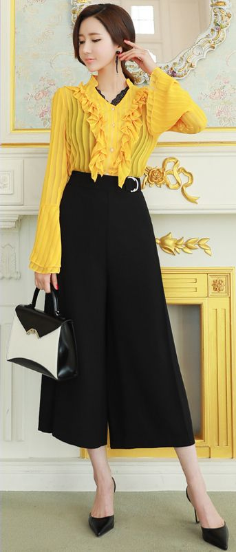 StyleOnme_Side Buckle Wide Leg Capri Pants #black #wideleg #koreanfashion #feminine #spring #kstyle #seoul #fashionforward