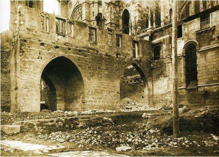 Puerta Obispo, cuando fue demolida a principios del siglo XX. Imagen capturada de internet