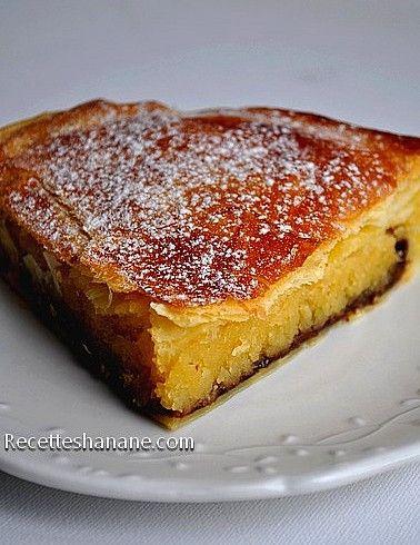 Je remonte ce billet de l'année dernière c'est ma recette préférée de galette des rois à la crème d'amande (sans crème pâtissiere) plus une petite touche gourmande: une couche de chocolat ou plûtot de la pâte à tartiner &Nutella& en dessous de la frangipane...