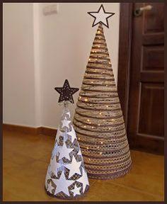 Habréis visto que hay muchas formas de hacer un árbol de Navidad, yo os traigo la mía. Ya los he hecho anteriormente y os puedo decir que tienen mucho éxito.Tengo que reconocer que requiere bastante tiempo, pero bueno, lo recomiendo para los que tengáis paciencia porque el resultado es espectacular. La estructura está hecha con malla metálica de la de cuadritos ...