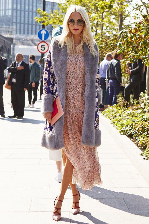 2016 年トレンド ファッションは軽めの素材のフェミニンなフラワー柄ワンピース!寒い時にはファーコートを羽織ってキュートに❤︎