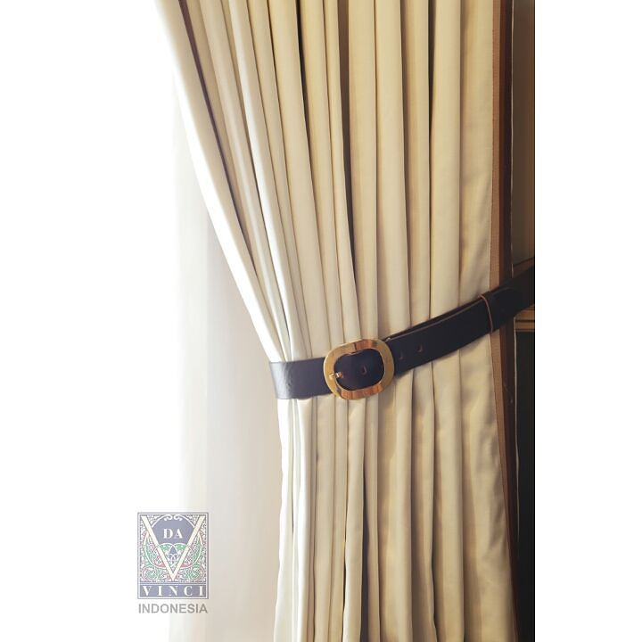 Hang curtains they make a room seem finished. Think of them as the lipstick of decorating  - Peter Dunham  Da Vinci curtains are handmade to order by experienced team to the highest tailoring standards.  For further information please visit our showroom Da Vinci Indonesia Da Vinci Tower Jl. Jenderal Sudirman Kav. 12 Jakarta Pusat Ph: 021 5795 2222  #davinci #davinciasia #davincindonesia #instaphoto #instadesign #interior #design #interiordesign #furniture #classic #modern #contemporer…