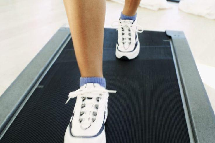 Los mejores zapatos para correr para mujeres que tienen pies planos. Los arcos de los pies están formados por huesos, ligamentos y tendones. La altura del arco establece el tipo de pie y su pronación, o el balanceo del pie al caminar. Las mujeres con arcos del pie bajos no tienen ese arco ...
