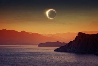 A Odisseia de ser Mulher.: Eclipse.