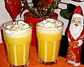 Eierpunsch:   1 Flasche Eierlikör, 20%, ½l Weißwein, ½l Orangensaft, Schlagsahne, Zimt: Alles vermischen und warm machen, in Gläser füllen, Schlagsahne und ggf. Zimt drauf. Fertig!